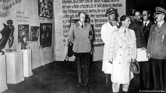 Degenerate art exhibition in Munich with Adolf Hitler in attendance (Photo: picture-alliance/dpa)